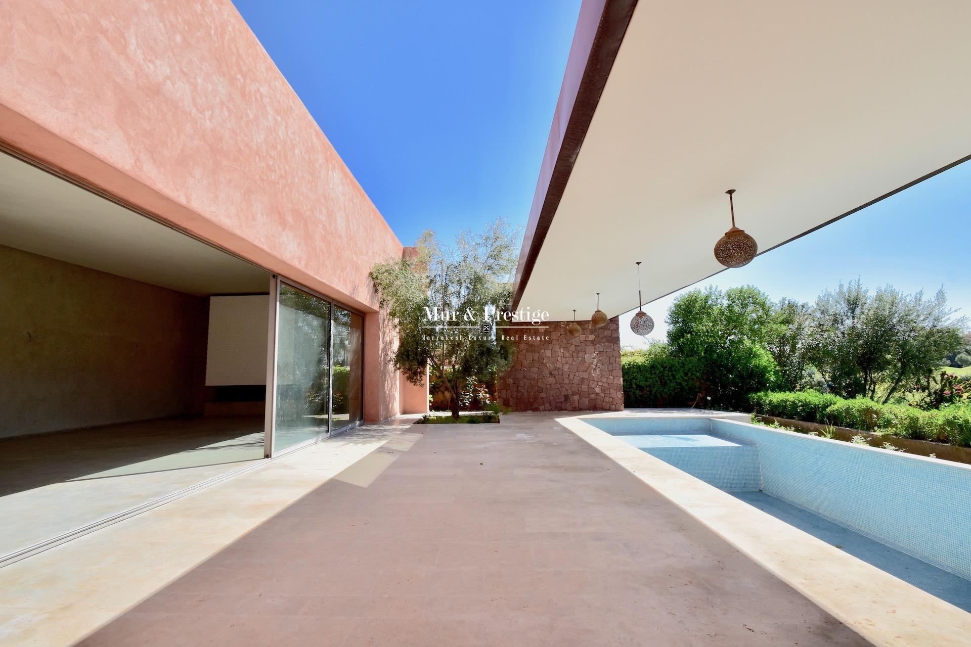 Agence immobilière Marrakech – Maison en front de golf à vendre à Amelkis